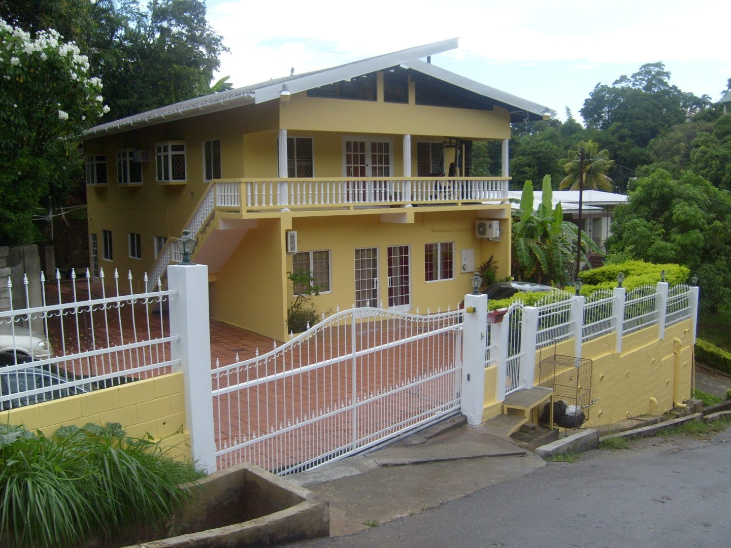 St Augustine House and 4 Studio Apartments for Sale