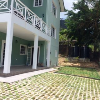 GROUND FLOOR APT FOR RENT IN DESIRABLE GATED DEVELOPMENT IN MARAVAL