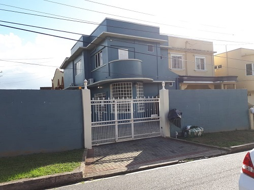 duplex townhouse with 5200 sq ft freehold land for sale