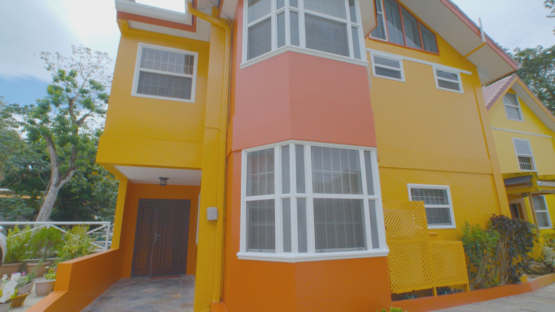 ST. Ann's Fully Furnished Townhouse for Sale 3.5m Negotiable