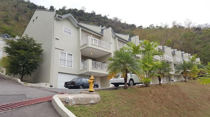 Villas of the Glen, Alyce Glen