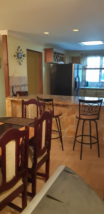 Tri level spacious 2 bed plus townhouse Fedelis Heights $8500