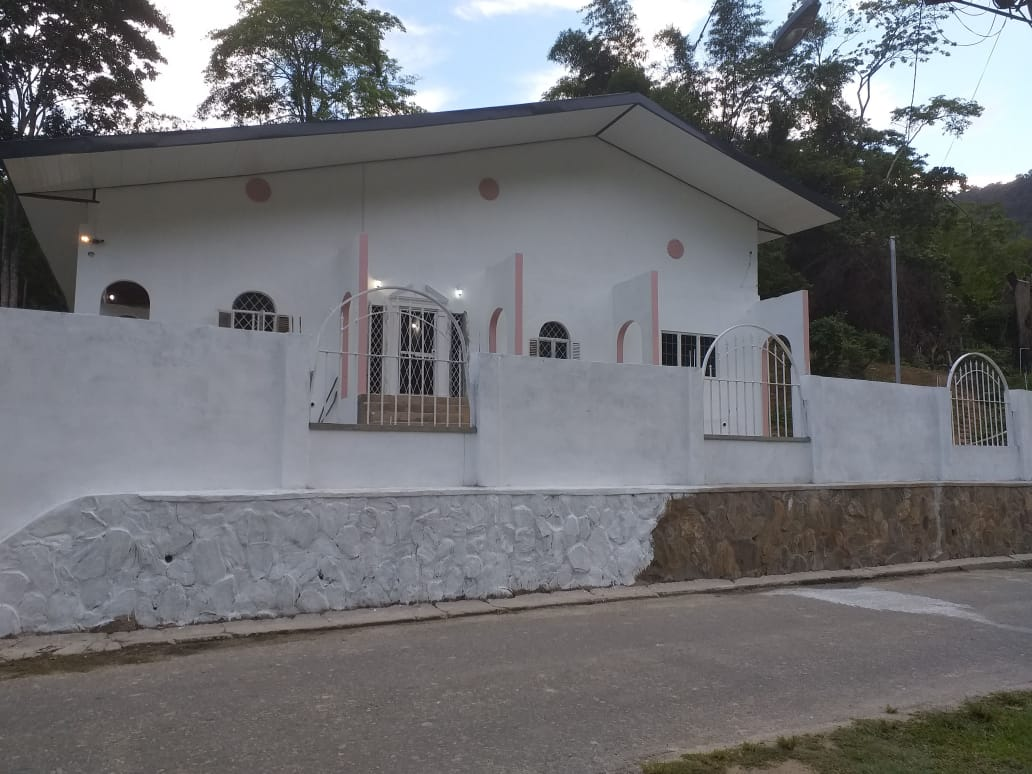 Six (6) Bed, 4.5 Bath Split-Level House