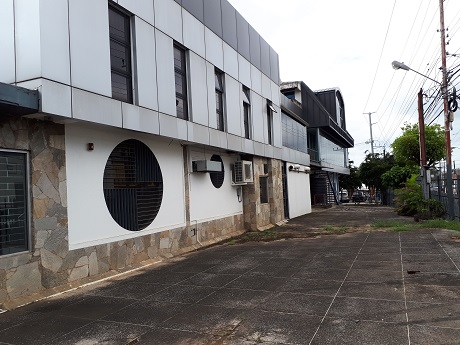Commercial Building Barataria for rent with Parking for 30-40 vehicles $220,000