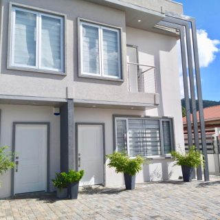 MAYFAIR SUITES Modern townhouse for sale off Long Circular Road