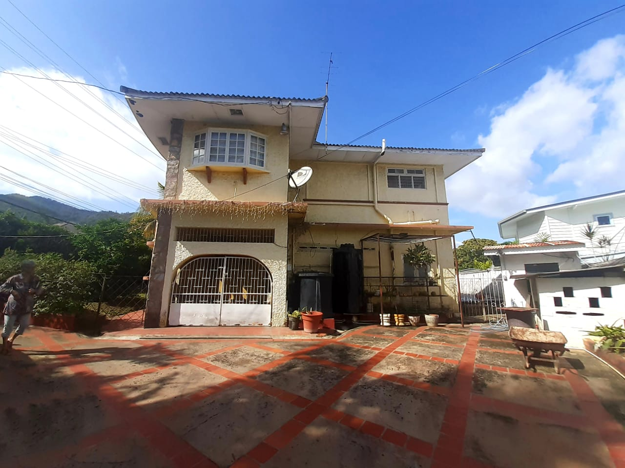 Large 4 bedroom house, Bayshore for SALE