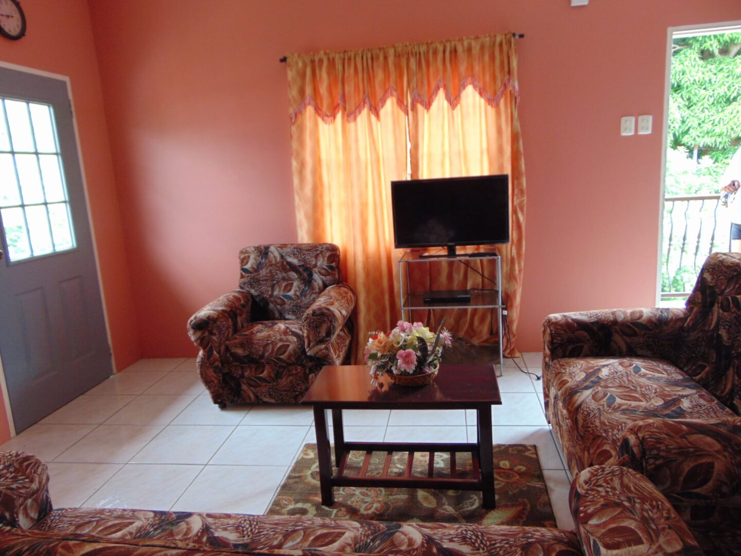 Fully Furnished 2 Bedroom Apartment located in the lovely area of El Dorado ….