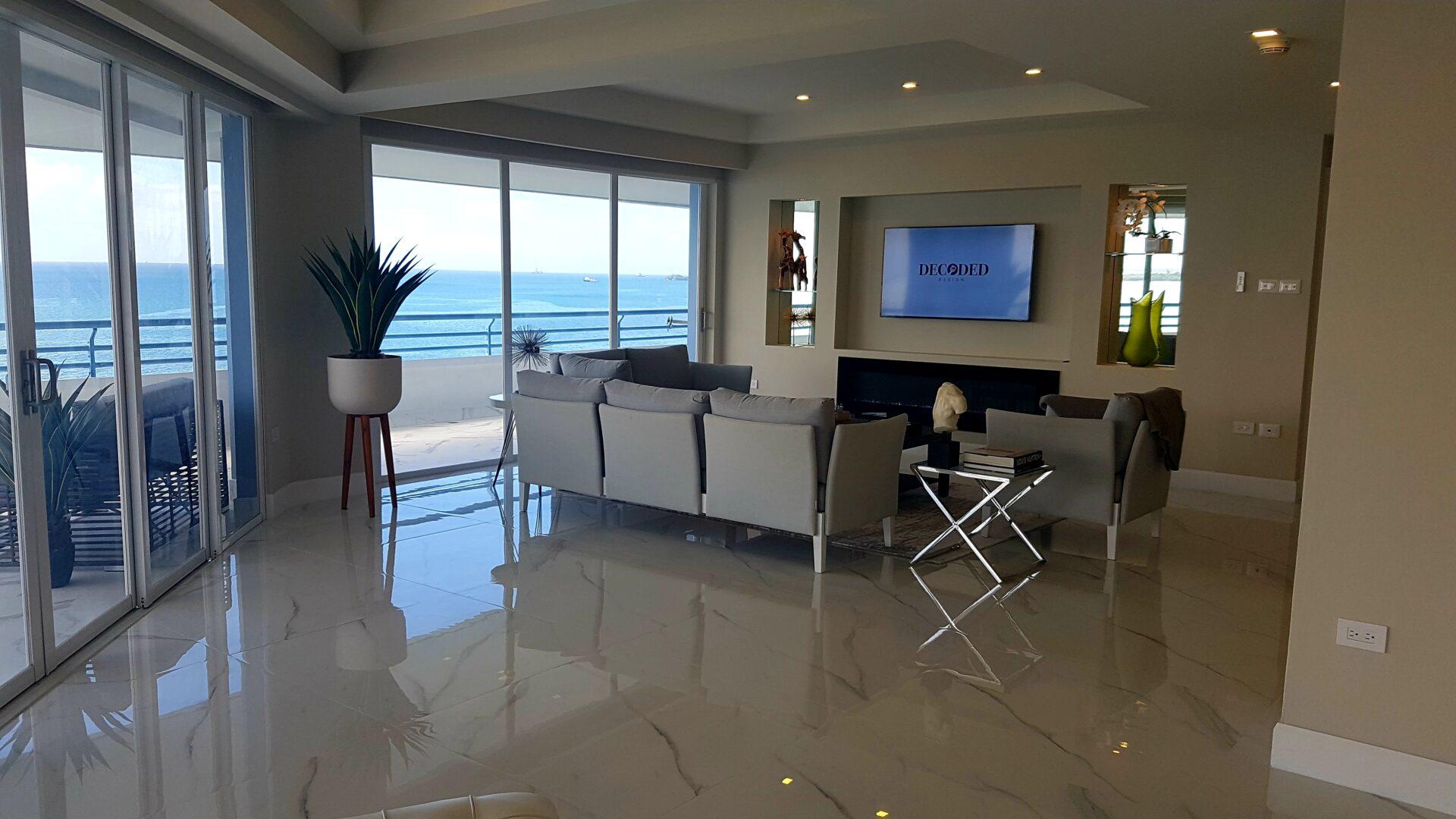 Modern La Riviera Prow for Rent