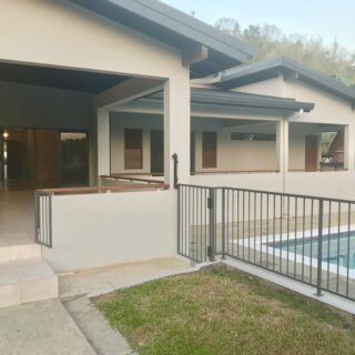 4 BEDROOM, 3 AND 1/2 BATHROOM HOUSE FOR RENT