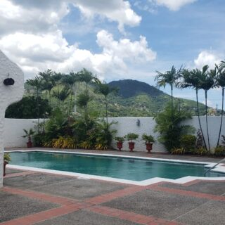 Fully Furnished & Equipped 3 Bed, 2.5 Bath  Townhouse
