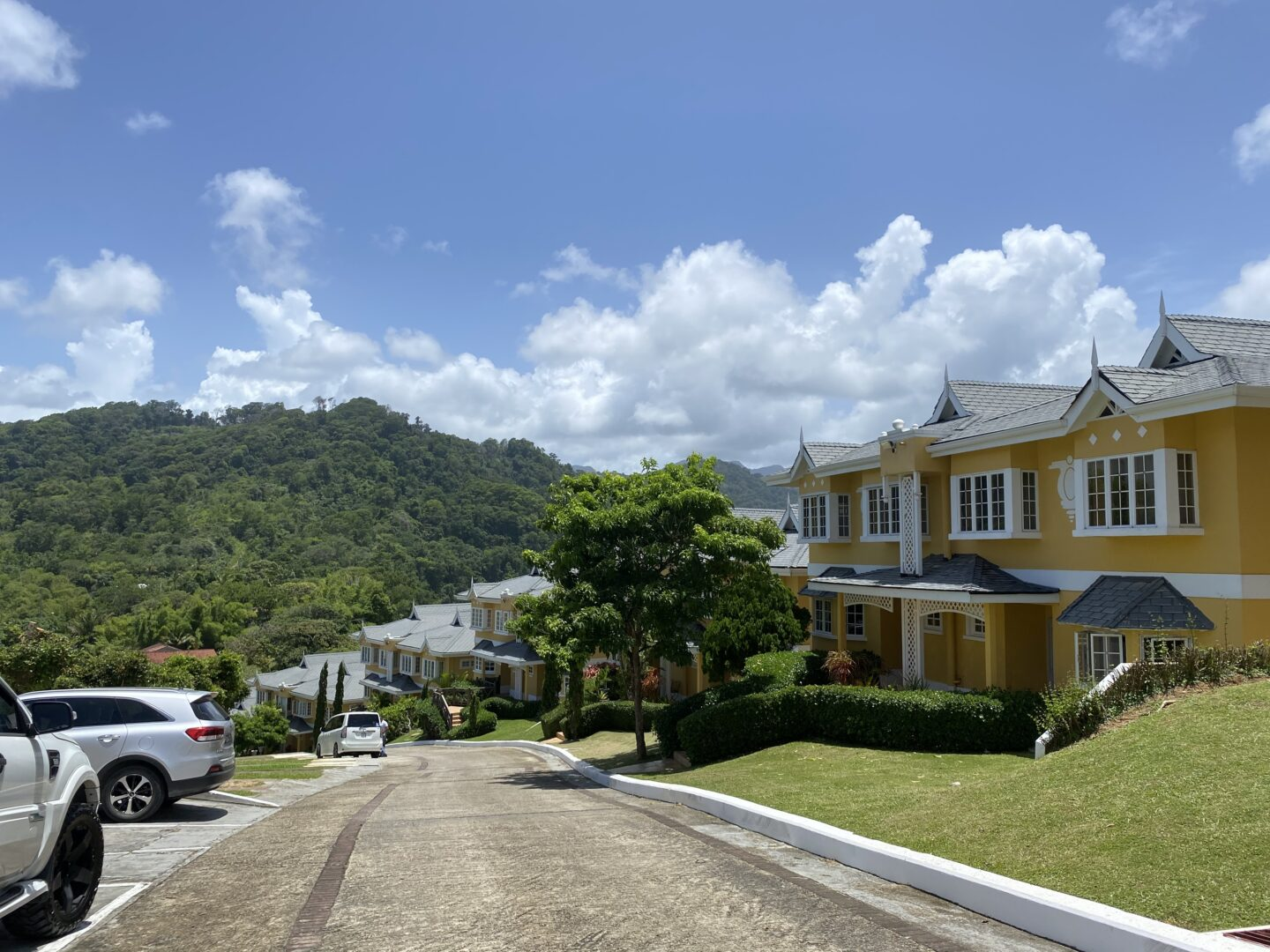 3 BEDROOM, 2 AND 1/2 BATHROOM TOWNHOUSE FOR SALE-CHUPARA VILLAS