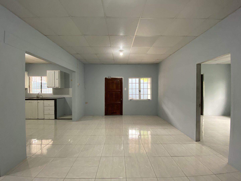 Newly Renovated Apartment – Long Circular