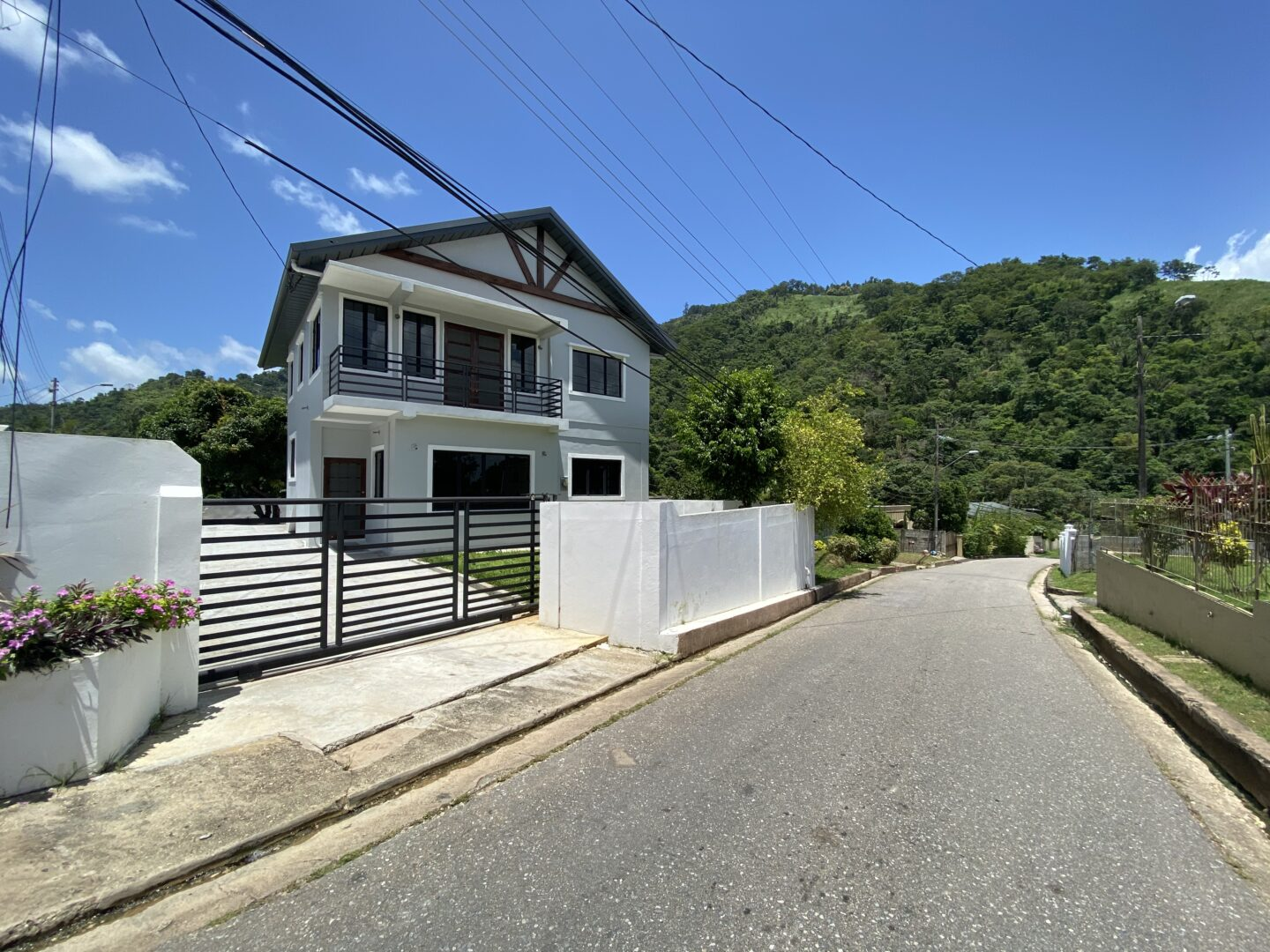 🐝Attractive, Spacious new home in Maracas Valley!