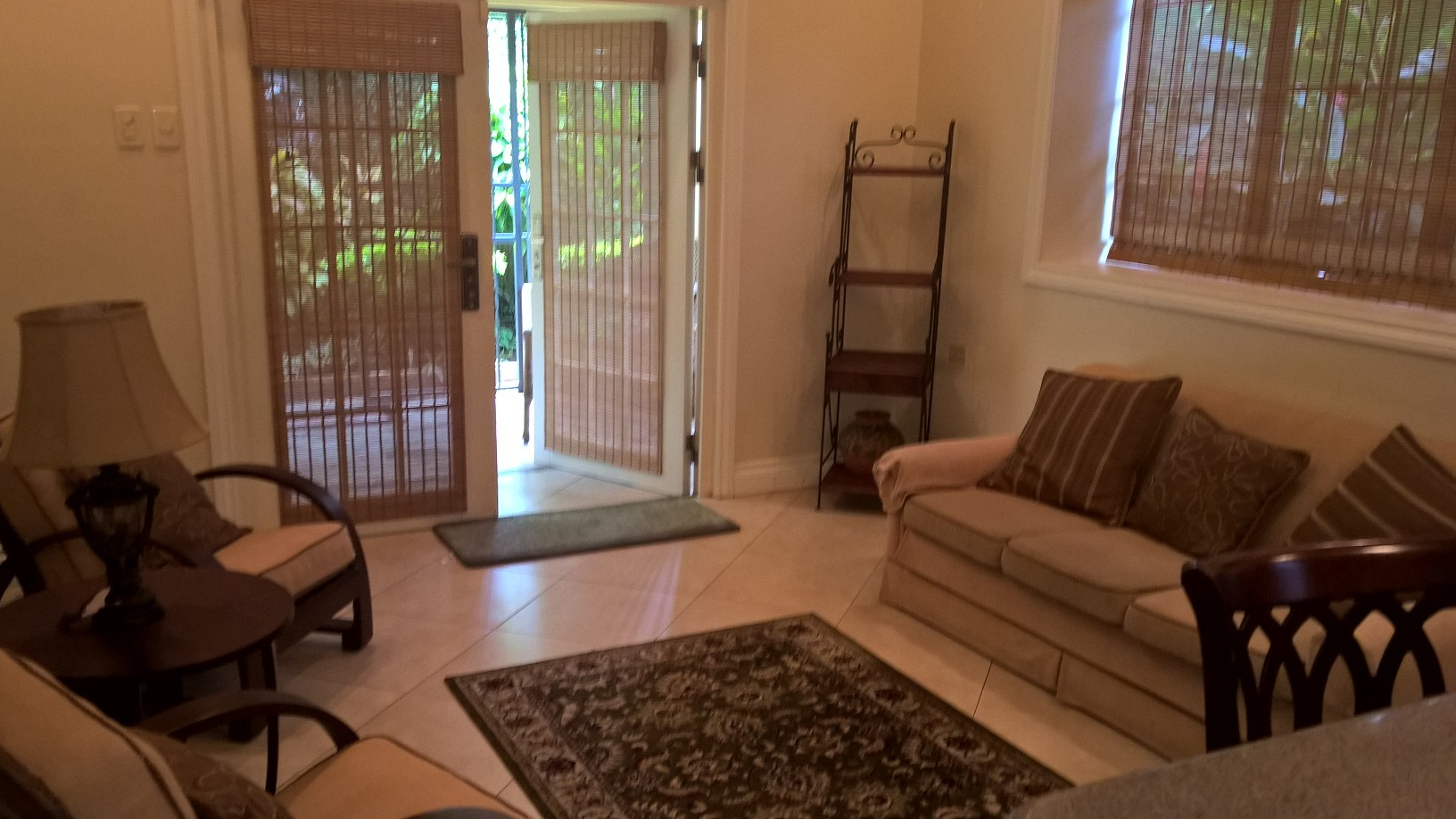 FULLY- FURNISHED, EXECUTIVE 1Br. APARTMENT FOR RENT AT VALSAYN NORTH