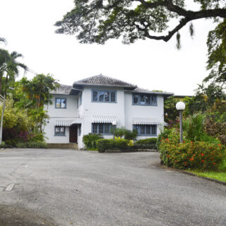 For Rent – Rookery Nook, Maraval – Commercial building in central location