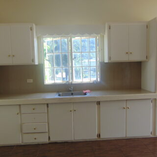CASCADE UNFURNISHED 2 BEDROOMS, 1 BATH UPSTAIRS APT