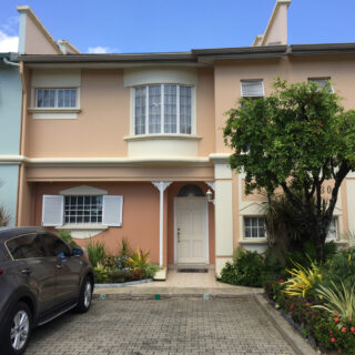 Townhouse For Rent in Victoria Keys