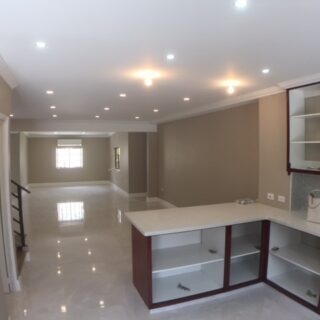 Dolphin Court,Westmoorings – Townhouse For Rent