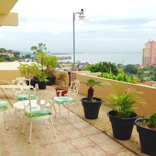 FOR RENT – Gulf View Drive, Glencoe – Beautifully finished and great view from this 1 bedroom apartment