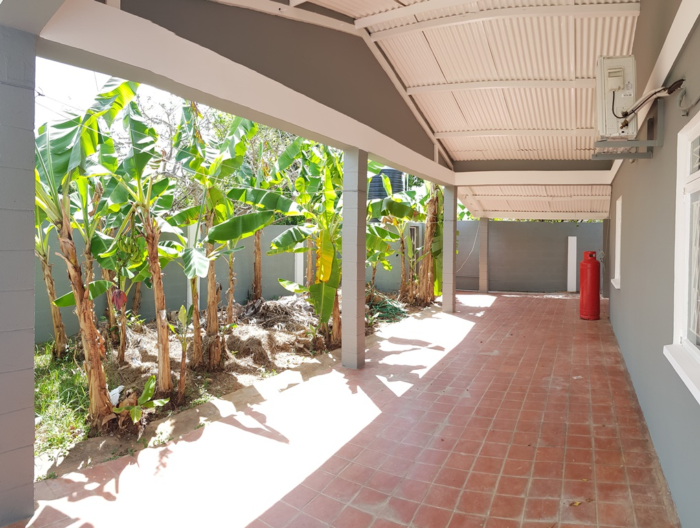 Stand alone, 3 bedrooms, 2 baths, Tacarigua house for rent.