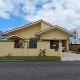 3 bed/ 5 bath House Regents Point  West Moorings11 M Neg.