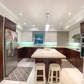 Beautiful Falcon Heights Apartment