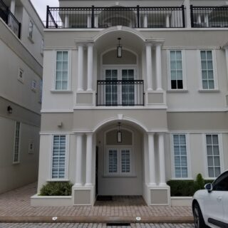 Chateau de Chantilly, Maraval – US$4,000