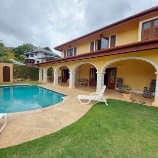 Classic  Mediterrean Design  House by Moka  Golf Course