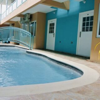 CROWN POINT- 1 BEDROOM- POOL – GREAT INVESTMENT OPPORTUNITY