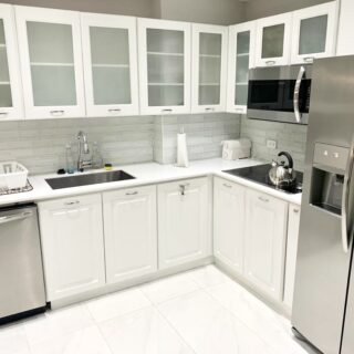 FOR RENT BAYSIDE TOWERS – 2 bedroom APT WITH OCEAN VIEWS!