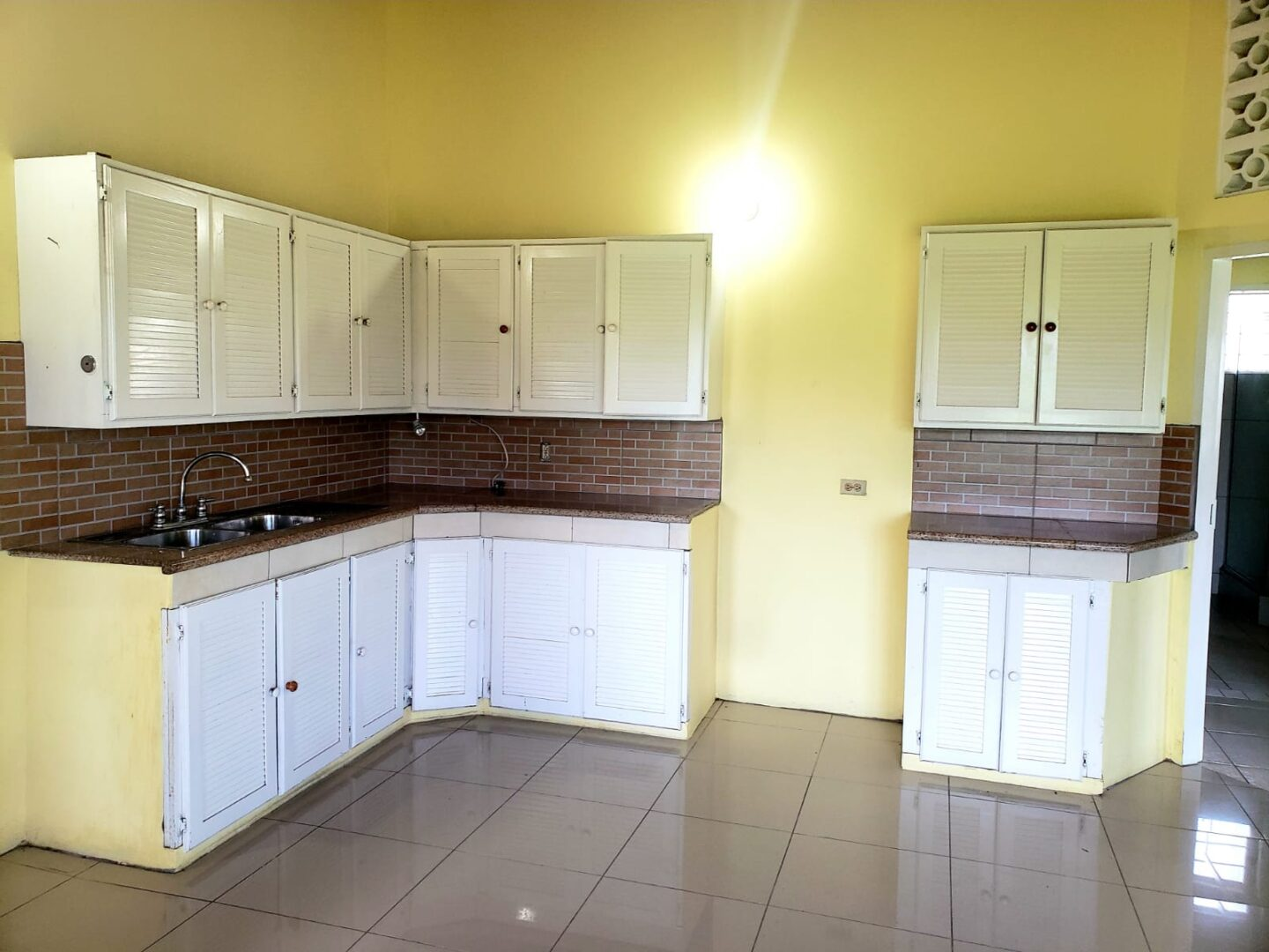 APARTMENT PENCO LANDS CHAGUANAS FOR RENT *UPSTAIRS