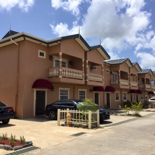 Townhouse For Sale in D'Abadie