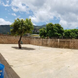 Now available for rent or sale, spacious, 2 storey 5 bedrooms, 3 full baths, 2 half baths, UF, Petit Valley home.