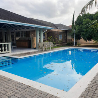 3 Bedroom Corner Bungalow with Annex on Palm Drive, Bayshore FOR RENT