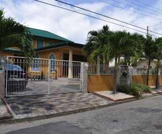 CHUMA MONKA, PETIT VALLEY l Two storey home for rent