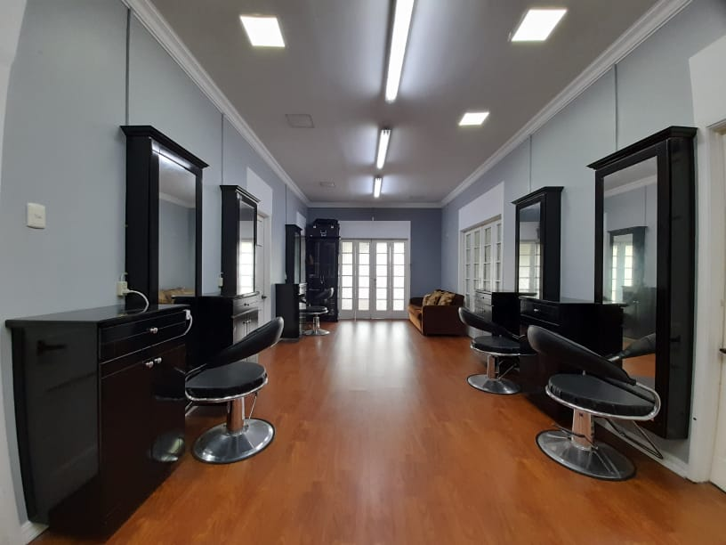 Private suites available at beauty bar with good clientelle in St. James