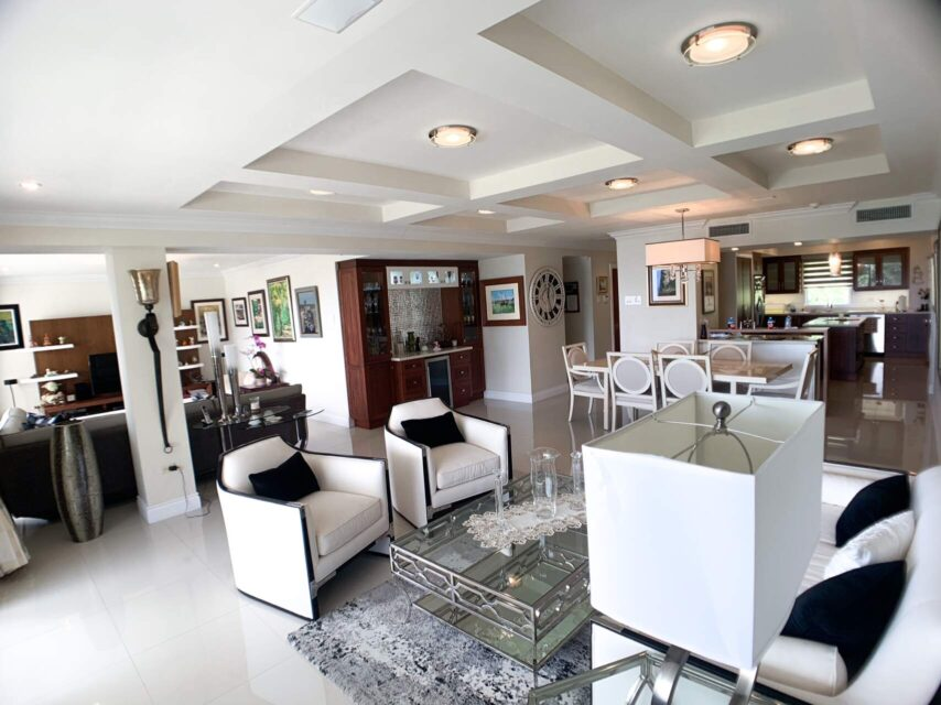 Gorgeous Upgraded End Unit Falcon Heights Apartment