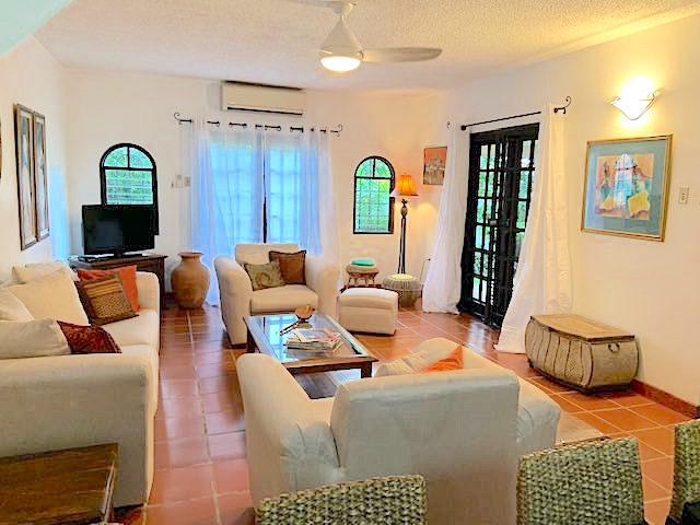 FOR RENT – Spanish Court, Westmoorings South East – US$2,200 ONO